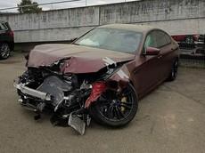 """""""Hàng hiếm"""" BMW M5 First Edition gặp nạn, vỡ nát đầu xe"""