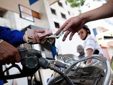 Muốn tiết kiệm xăng hãy chọn dầu nhớt tốt cho xe máy