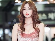 Ngất ngây với vẻ đẹp chết người của Han Ga Eun ở triển lãm Seoul Motorcycle Show 2018