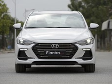 Giá xe Hyundai Elantra 2018 mới nhất tháng 6/2018