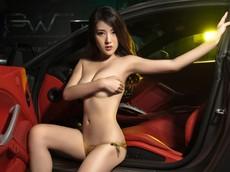 """Mùa hè """"mát lạnh"""" với cảnh chân dài diện bikini bóng mượt bên Ferrari F12 độ"""
