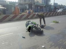 Bình Phước: Sang đường ẩu, người đi xe máy bị Kawasaki Ninja ZX-10R tông trúng