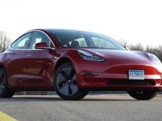 Đánh giá nhanh Tesla Model 3: Tốc độ, mạnh mẽ nhưng khó dùng, chỗ ngồi phía sau chật