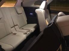 Lexus RX350L 7 chỗ với nội thất màu trắng đầu tiên cập bến Việt Nam