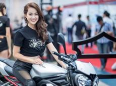 """Dàn """"chân dài"""" nóng bỏng tại triển lãm Vietnam AutoExpo 2018"""