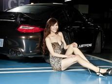 Ngắm mẫu Porsche 911 độ sánh vai cùng người đẹp gợi cảm