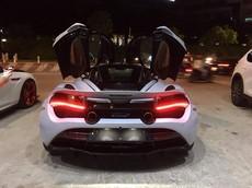 Siêu phẩm McLaren 720S tái xuất trên đường phố Sài thành với màn nẹt pô