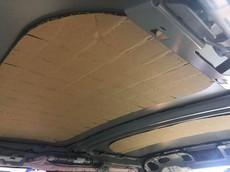 Hết tấm chắn nắng Toyota Vios đến trần xe Mini Cooper S được lót bằng bìa các-tông
