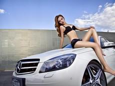 Thổn thức trước người đẹp khoe chân dài miên man bên Mercedes-Benz C260