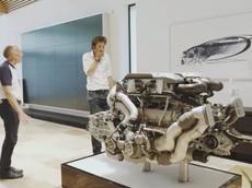 Chỉ riêng động cơ của siêu xe Bugatti Chiron đã nặng ngót nghét nửa tấn