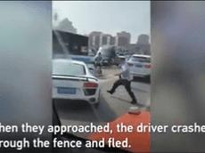 Siêu xe Audi R8 tông vào cảnh sát trên đường bỏ chạy