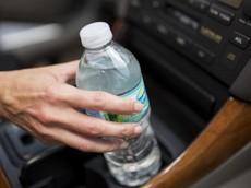 Những vật dụng không nên để trên ô tô trong ngày nắng nóng