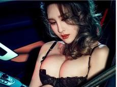 Rớt nước miếng trước người đẹp có thân hình bốc lửa bên siêu xe Lamborghini Aventador