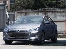 """Hyundai Elantra 2019 tiếp tục lộ diện trần trụi với thiết kế """"lột xác"""""""