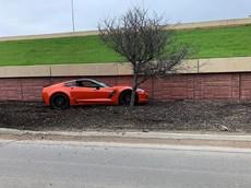 """Chiếc Chevrolet Corvette """"vắn số"""" nhất thế giới: Mới chạy được 24 km đã gặp tai nạn"""