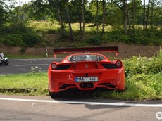 Siêu xe đua Ferrari 458 Challenge Evoluzione gặp nạn tại khúc cua tuyệt đẹp ở Nurburg