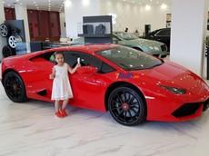 Dàn siêu xe hơn 73 tỷ Đồng trưng bày bên trong toà nhà cao nhất Việt Nam