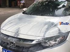 Đỗ chắn lối đi, Honda Civic bị hất xi măng lên thân xe