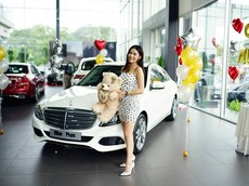 Hot girl Milan Phạm tậu Mercedes-Benz C250 Exclusive giá hơn 1,7 tỷ đồng