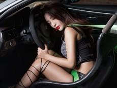 BMW M3 E92 độ màu ghi thêm hấp dẫn với sự góp mặt của người đẹp La Tử Đan