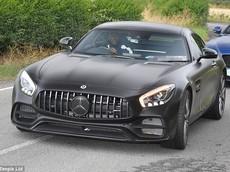 Tiền đạo Romelu Lukaku đến sân tập trên chiếc Mercedes-AMG GT 2018 mới tậu