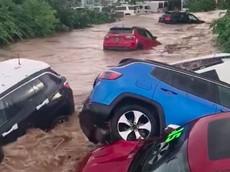 Đại lý Fiat Chrysler bị lũ quét, thiệt hại hàng chục chiếc xe mới