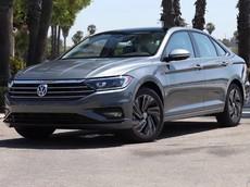 """Đánh giá Volkswagen Jetta 2019: Mẫu sedan rộng rãi, """"tròn vai"""" đáng chú ý"""