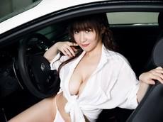 """Người đẹp Tô Khả Khả khoe thân thể """"đẫy đà"""" bên xế xịn Maserati"""