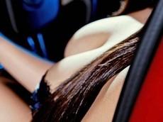 """Tan chảy trước """"nữ thần vòng 1"""" Phùng Vũ Chi bên xế sang Cadillac SRX"""