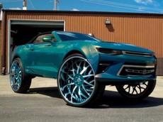 Choáng với mẫu Chevrolet Camaro độ la-zăng 32 inch hầm hố nhất thế giới