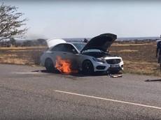Sai lầm của chủ nhân khiến chiếc xe sang Mercedes-Benz C-Class chìm trong lửa