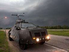 """Để an toàn trong bão """"Măng Cụt"""" hãy sắm cho mình 2 chiếc xe chống bão cực đỉnh của Mỹ này"""