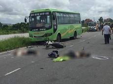 Nam Định: Tông thẳng vào đầu ô tô khách, 2 thanh niên đi xe máy tử vong