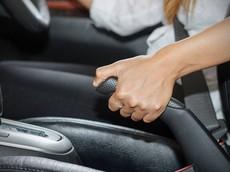 Phanh tay điện tử đang dần thế chỗ thắng tay truyền thống trên ô tô