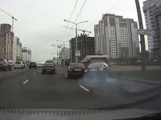 Tài xế Mercedes-Benz C-Class chuyển làn ẩu, gây tai nạn cho người lái Audi A6