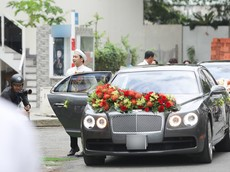 Xe siêu sang Bentley 10 tỷ đồng góp mặt trong buổi đính hôn của Hoa khôi Áo dài Việt Nam 2014