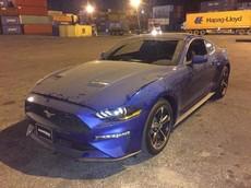 Ford Mustang đời 2018 màu xanh độc nhất cập bến Việt Nam