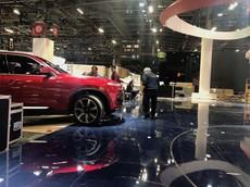 """Cận cảnh hai xe Vinfast """"lăn bánh"""" tại triển lãm Paris Motor Show"""
