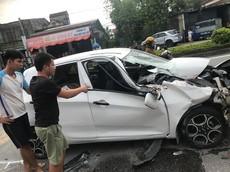 """Nghệ An: Kia Morning """"nát đầu"""" sau tai nạn với xe tải"""