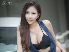 Người đẹp Thái Lan khoe làn da trắng bóc, thả dáng nuột nà bên xế cổ