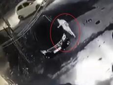 Khởi tố vụ người phụ nữ ăn mặc sang trọng, cào xước xe Toyota Camry để trả thù tại Hà Nội