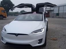 SUV điện Tesla Model X P100D màu trắng độc nhất cập bến Việt Nam