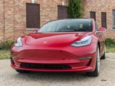 """Tesla Model 3 chính thức tung ra phiên bản tầm trung với """"giá mềm"""" 45.000 USD"""