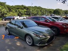 Cận cảnh sedan hạng sang Lexus ES300h 2019 lần đầu tiên đặt chân đến Việt Nam