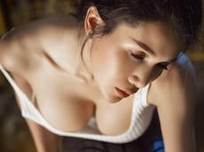 Tan chảy trước cô thợ sửa xe Thái Lan khoe thân thể cực nóng bỏng