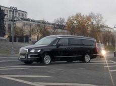Bắt gặp Aurus Arsenal - minivan hạng sang của Tổng thống Nga Vladimir Putin - trên đường phố