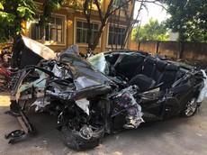 Đâm vào đuôi ô tô tải trên cao tốc Hải Phòng - Quảng Ninh, Mazda3 bị bạt nóc, biến thành xe mui trần