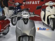 2 phiên bản cao cấp và tiêu chuẩn của xe máy điện Vinfast Klara có gì khác biệt?