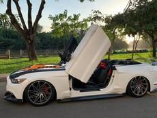 """Ford Mustang mui trần độ body kit """"khủng"""" và cửa cắt kéo Lamborghini tại Sài thành"""