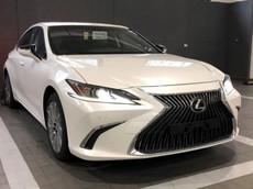 Cận cảnh Lexus ES 250 2019 bất ngờ xuất hiện tại đại lý Việt Nam